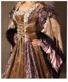 Medieval Renaissance Costumes | Costume Reference: 00001262 Ladies Deluxe Medieval Renaissance Costume ...