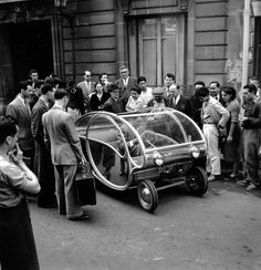 Paul Arzens et son prototype 1951 |¤ Robert Doisneau | 1 août 2015 | Atelier Robert Doisneau | Site officiel