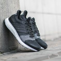 official photos 5b0b8 91745 adidas Ultra Boost ST Glow W Black White