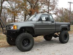 1988 Toyota Pickup...kinda like mine but this is cooler Toyota Lift, Toyota Cars, Toyota Trucks, Toyota Tacoma, Toyota Hilux, Mini Trucks, Lifted Trucks, Pickup Trucks, Chevy Trucks