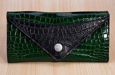 As the only store on eBay to offer Leather Handbag Customization Service, Jranter has 10 years experiences in specializing all kinds of ladies and mans leather handbag. Especially, crocodile leather bag, python skin bag, ostrich and lizard skin bag.  As regards to the quality of Jranter's leather bags, people will be satisfied with that.because all the materials are coming from famous company, such as the crocodile skins,which is imported from the same supplier as Hermes.