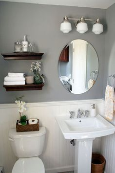 Gorgeous 80 Fresh and Cool Small Bathroom Remodel and Decor Ideas https://livinking.com/2017/07/11/80-fresh-cool-small-bathroom-remodel-decor-ideas/