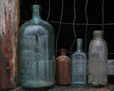 The Best Way to Clean Antique Glass BottlesYou can find Old bottles and more on our website.The Best Way to Clean Antique Glass Bottles Antique Glass Bottles, Antique Glassware, Vintage Bottles, Bottles And Jars, Glass Jars, Mason Jars, Apothecary Jars, Vintage Perfume, Perfume Bottles