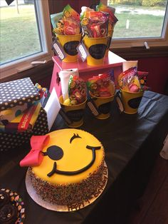 9 Year Old Girl Birthday, 13th Birthday Parties, Birthday Party For Teens, Sleepover Party, 12th Birthday, Emoji Theme Party, Girl Birthday Decorations, Birthday Balloons, Cupcake Emoji