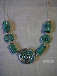 Collier aus handgetöpferten Keramik-Perlen und versilberter Keramikschnecke (versilbert mit Blattmetall) hergestellt von K.Kristason --------------------------------------- #Unikat, #Handarbeit ,#Schmuck, #Keramik, #Kette, #Perlen, # jewelry, #necklace, #ceramic, #beads, #K.Kristason