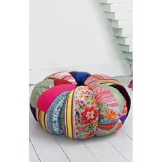 I think poufs must be my new obsession. Have to get one, or more. This one is awesome.