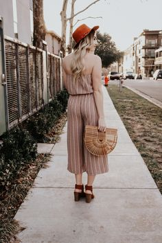 Wide leg cropped jumpers, cropped jumpsuits, wood purse, wide brim hat outfits, spring outfits