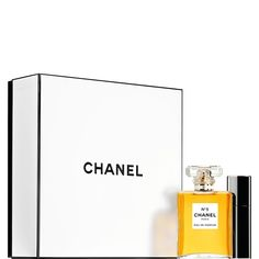 Explore the Sets Collection for Fragrance at CHANEL. Shop the full fragrance collection and discover your signature scent. Chanel No 5, Chanel Paris, Chanel Gift Sets, Luxury Christmas Gifts, Chanel Official Website, Perfume, Parfum Spray, Smell Good, Inspirational Gifts