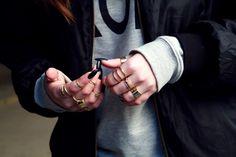 Golden rings & black nails - Mi Mi Mendine