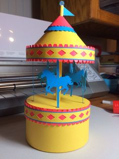 Papercrafts and other fun things: A Carousel Box That Really Spins
