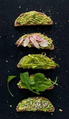 Avocado toast is a delicious and simple breakfast, snack or light meal! Learn how to make the BEST avocado toast with this recipe, plus fun variations. Whole Foods, Whole Food Recipes, Avocado Toast, Mashed Avocado, Avocado Breakfast, Breakfast Healthy, Health Breakfast, Superfood, Menu Dieta