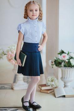 Lara S. when she was a young school girl School Uniform Fashion, School Uniform Girls, Girls Uniforms, Girls School, School Outfits, Young Fashion, Kids Fashion, 2017 Fall Fashion Trends, Girl Outfits