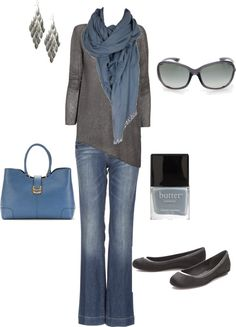 Blue and gray - perfect outfit for visiting Ireland: flat pumps for sightseeing, scarf + sunnies to prepare you for four seasons in a day