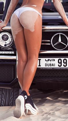 Dubai-Girls-Sand-Mersedes-G63-iPhone-Wallpaper - iPhone Wallpapers
