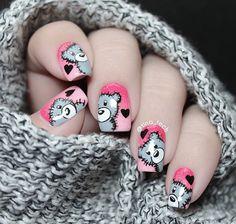 Uñas de oso... Base rosa, dos tonos, aplicado con la técnica de esponja... Gris, negro y blanco....