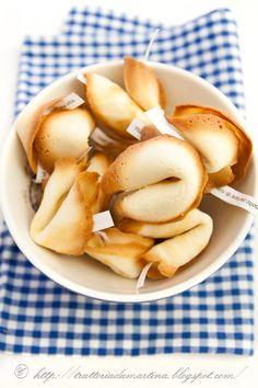Biscotti della fortuna cinesi  http://www.trattoriadamartina.com/2011/12/biscotti-della-fortuna-cinesi.html#