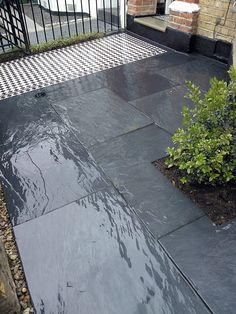 slate paving victorian mosaic black and white tile path blackheath london Porch Tile, Patio Tiles, Porch Flooring, Outdoor Tiles, Stone Flooring, Victorian Front Garden, Garden Front Of House, Victorian Gardens, House Front