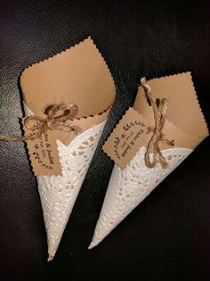 Handmade confetti cones from brown paper, white paper doilies and gold ribbon Wedding Favours, Diy Wedding, Party Favors, Wedding Gifts, Wedding Candy, Doilies Crafts, Paper Doilies, Wrapping Ideas, Gift Wrapping