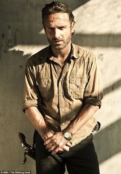 Andrew Lincoln as Rick Grimes// The Walking Dead. He has done, and is doing an awesome job in his role in the Walking Dead. Especially when he Lost his wife. Great acting, emotionally he was very convincing! If he dies the show will be OVER! Walking Dead Season, The Walking Dead Saison, Fear The Walking Dead, Walking Dead Quotes, Andrew Lincoln, Rick Grimes, Man Of Steel, Daryl Dixon, Zombies