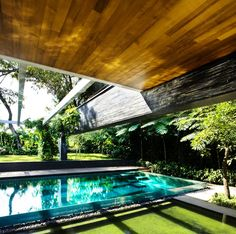 Wooden roof at Stunning Modern Courtyard Home Design - dream of a lap pool someday Architecture Durable, Sustainable Architecture, Landscape Architecture, Architecture Design, Singapore Architecture, Modern Courtyard, Courtyard House, Courtyard Design, Dream Home Design