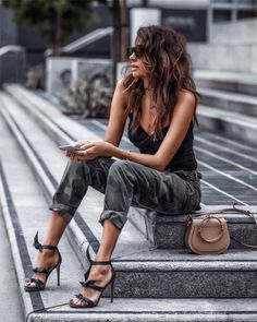Let's look at eight trendy urban girls' outfits for this sum