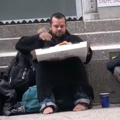 #pizza #piazzabarbone #video http://www.ruggerolecce.it/pizza-barbone-video/