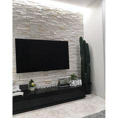 「素敵なお家ですね🏠😃こちら、壁掛けテレビは、あとからつけましたか?今石壁やってるのですが、壁掛けがお...」家族・monotone.mのインテリア実例。 Decoration, Flat Screen, Home Decor, Ideas, Home, Decor, Blood Plasma, Decoration Home, Room Decor