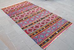 Tapis Kilim turc 66'' x 124'' à la main tissé Balikesir Cicim Kilim 170x316cm par SirvanRugStore sur Etsy https://www.etsy.com/fr/listing/513699563/tapis-kilim-turc-66-x-124-a-la-main