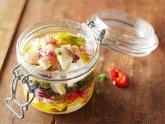 Yrttimarinoidut salaattijuustokuutiot Brunch, Food And Drink, Dinner, Vegetables, Breakfast, Jars, Food, Dining, Morning Coffee