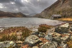 Llyn Dinas by Howie Mudge on 500px