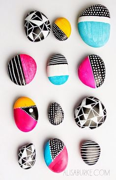 Painted Rocks Round Up – Sugar Bee Crafts Make your camping trip with kids more fun by painting rocks with awesome designs. Check out these over 15 creative ideas. The post Painted Rocks Round Up – Sugar Bee Crafts appeared first on Welcome! Sharpie Crafts, Bee Crafts, Rock Crafts, Crafts With Rocks, Decor Crafts, Sharpie Mugs, Resin Crafts, Home Decor, Diy Crafts For Teens