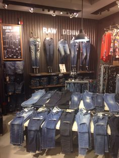 Display jeans Clothing Store Displays, Clothing Store Design, A Boutique, Boutique Clothing, Denim Display, Jeans Outlet, Jeans Store, Commercial Interior Design, Shop Interiors