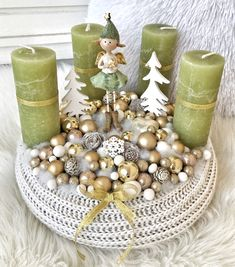 Christmas Decorations, Table Decorations, Winter Christmas, Green And Gold, Advent, Wreaths, Home Decor, Holiday Wreaths, Holiday Ornaments
