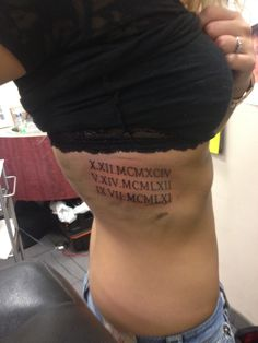 New tattoo frauen schulterblatt datum Ideas Girls With Sleeve Tattoos, Tattoos For Kids, Trendy Tattoos, Tattoos For Women, Roman Numeral Tattoos, Roman Numerals, Side Tattoos, Couple Tattoos, Tattoo Damen