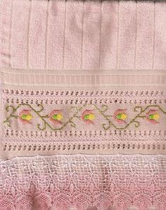 ponto reto - toalhabordado bargello o florentino ile ilgili görsel sonucu Drawn Thread, Bargello, Hand Stitching, Needlepoint, Needlework, Diy And Crafts, Projects To Try, Elsa, Towel
