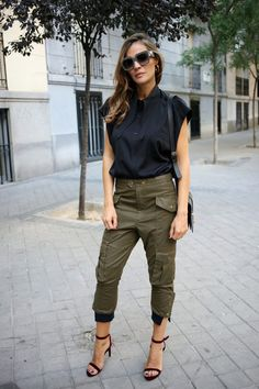 Army Pants Outfit, Olive Green Pants Outfit, Capri Pants Outfits, Green Khaki Pants, Olive Green Cargo Pants, Khaki Pants Outfit, Trouser Outfits, Mode Chic, Summer Outfits