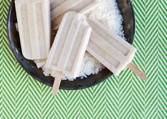 Creamy Coconut Ice Pops 1 can coconut milk, stirred well cup maple syrup heaping cup toasted coconut flake, unsweetened variety tiny pinch each cinnamon and salt Köstliche Desserts, Frozen Desserts, Healthy Desserts, Delicious Desserts, Yummy Food, Mojito, Homemade Popsicles, Coconut Popsicles, Ice Popsicles