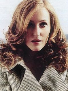 x-filesforever: oregonia: gorgeous! it reminds me  of   70s style #GillianAnderson