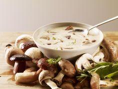 champignon de Paris, pomme de terre, oignon, ail, Poivre, Sel, muscade, persil, kub or, crème liquide
