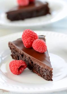 """Having cravings for chocolate and finding it hard to give it up while on keto? It shares 30 keto chocolate recipes to """"pamper"""" your sweet tooth. Saving them, and your keto life will be more enjoyable. Best Flourless Chocolate Cake, Keto Chocolate Recipe, Flourless Chocolate Cakes, Keto Cupcakes, Cupcake Cakes, Stevia, Torte Au Chocolat, Cookie Recipes, Dessert Recipes"""