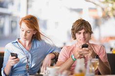 Phubbing é o hábito que está afetando relações pessoais; entenda - http://eleganteonline.com.br/phubbing-e-o-habito-que-esta-afetando-relacoes-pessoais-entenda/