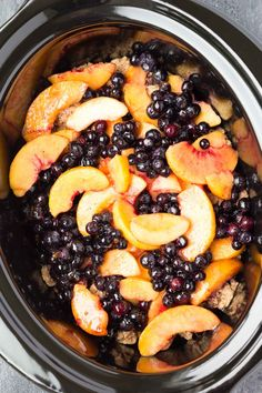 A healthier Slow Cooker Blueberry Peach Cobbler recipe, full of juicy berries and peaches and a touch of brown sugar. This easy dessert is made entirely in your crock pot! Slow Cooker Desserts, Crockpot Dessert Recipes, Crock Pot Desserts, Healthy Slow Cooker, Crock Pot Slow Cooker, Crock Pot Cooking, Slow Cooker Recipes, New Recipes, Cooking Recipes