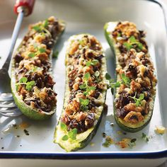 Stuffed Zucchini What's for dinner? How about healthy Stuffed Zucchini made with garlic, onions, mushrooms and Parmesan cheese? Here's the recipe… Veggie Dishes, Vegetable Recipes, Vegetarian Recipes, Healthy Recipes, I Love Food, Good Food, Yummy Food, Tasty, Healthy Stuffed Zucchini
