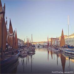 """""""Cartoline sull'acqua"""" La #PicOfTheDay #turismoer di oggi immortala un istante di perfetta quiete nel Porto Canale di #Cesenatico. Complimenti e grazie a @mab3ll3 """"Postcards on the water""""  Today's PicOfTheDay turismoer immortalize a perfect stillness momento in Cesenatico's Porto Canale. Thanks and congrats to mab3ll3!"""