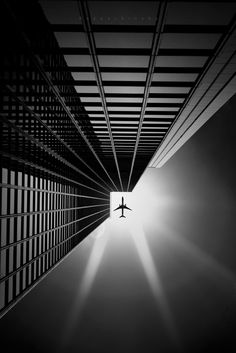 Portal by kapuschinsky - Silhouettes And Negative Space Photo Contest Minimalist Photography, Urban Photography, Creative Photography, Street Photography, Photography Projects, Product Photography, Black And White Landscape, Black White Art, Line Photo
