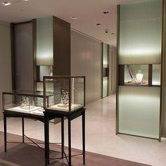 装飾ガラス施工事例。使用装飾ガラスはフリーフォーム「キャセドラル」