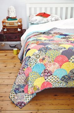 Clamshell Quilt by Jo Avery of My Bear Paw for Issue 14 of Love Patchwork & Quilting magazine