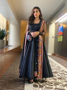 When you can't choose what to wear, wear a maxi ft . Simple Pakistani Dresses, Indian Gowns Dresses, Indian Fashion Dresses, Dress Indian Style, Pakistani Dress Design, Indian Designer Outfits, Black Pakistani Dress, Black Anarkali, Frock Fashion
