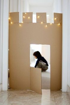 Cardboard Castle by estefimachado via mommo-design. I'm in my room making cardboard castles and shoe string moats Projects For Kids, Diy For Kids, Cool Kids, Crafts For Kids, Cardboard Castle, Cardboard Toys, Cardboard Playhouse, Cardboard Furniture, Cardboard Crafts Kids