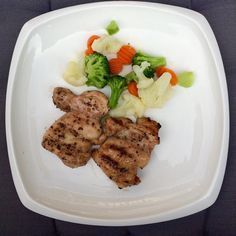 #brocolis #couveflor #cenoura #frango #azeite #oliveoil #almoco #lunch #lowcarb #lowcalorie #dieta #reeducaçãoalimentar #ra by tripsgymcolloringcrossstitch